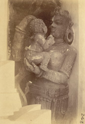 Statue of mother and child, Jagannatha Temple, Puri